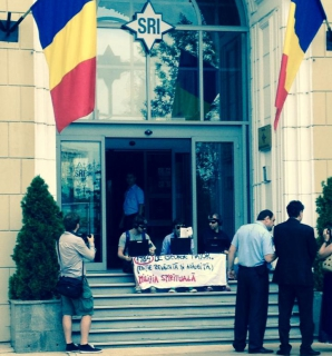 Protest în faţa SRI