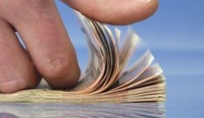 Angajații rămân cu mai mulți bani din salariu