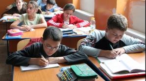 ANUL ŞCOLAR 2014-2015: Câte zile de vacanţă şi de cursuri vor avea elevii