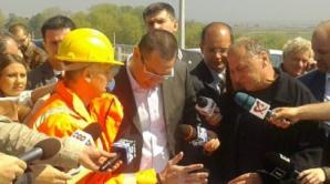 Promisiuni marca Victor Ponta: Podul ce trebuia inaugurat azi, dar pe care nu se poate circula