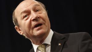 Băsescu, întrebat ce culoar de zbor va alege pentru deplasarea în Polonia: Pe cel mai sigur!