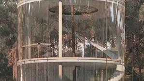 Casa transparentă, aflată într-o pădure din Kazahstan, a costat 303.240 de euro
