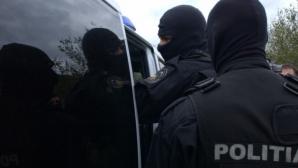 Bărbat suspectat de complicitate la evaziune fiscală, reţinut în urma percheziţiilor din Cluj