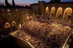 RECORD la Festivalul de teatru de la Avignon