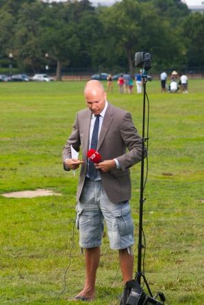 Un reporter danez, pe jumătate pregătit să intre în direct
