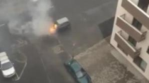 Maşina a luat foc.