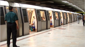 Un tânăr din Bucureşti, la un pas de moarte la metrou