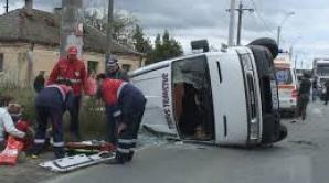 Microbuz răsturnat în Vrancea