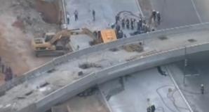 Pasarelă PRĂBUŞITĂ peste autostradă: cel puţin doi morţi. 'Am auzit zgomote asurzitoare!' / Foto: nydailynews.com