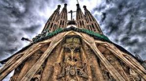 Pătratul magic de la intrarea catedralei Sagrada Familia și falsul mit masonic al lui Gaudí