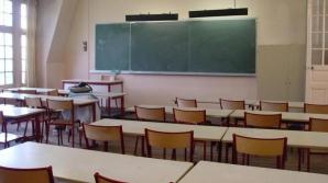 O învăţătoare, ÎNJUNGHIATĂ MORTAL în faţa elevilor