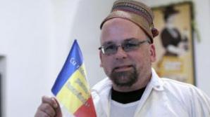 Sam cel român, expulzat din România.