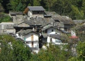 Un sat din Italia este scos la vânzare pe eBay