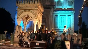 Grădina Mănăstirii Curtea de Argeş a găzduit un spectacol cu efecte speciale