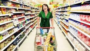 Carucioarele mari de cumparaturi nu te ajuta la alimentatia sanatoasa