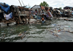 Cel puţin un mort şi sute de mii de persoane evacuate în Filipine, din cauza unui taifun