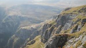 Turist găsit mort într-o râpă din apropierea Văii Caraimanului din Munţii Bucegi