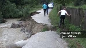 Inundaţii puternice şi alunecări de teren