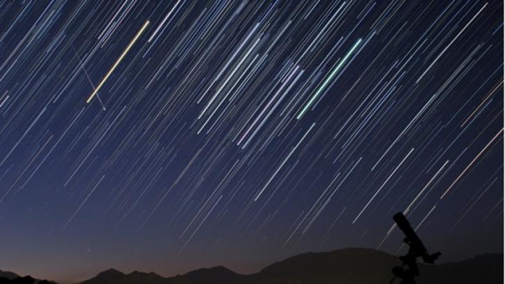 În această noapte se produce maximul unui curent de meteori, numit Delta Aquaride sudice.