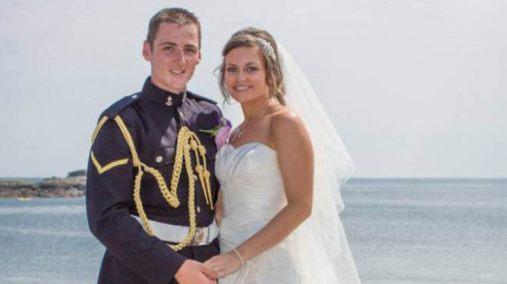 Incredibila fotografie a unui cuplu abia căsătorit care te face să tresari