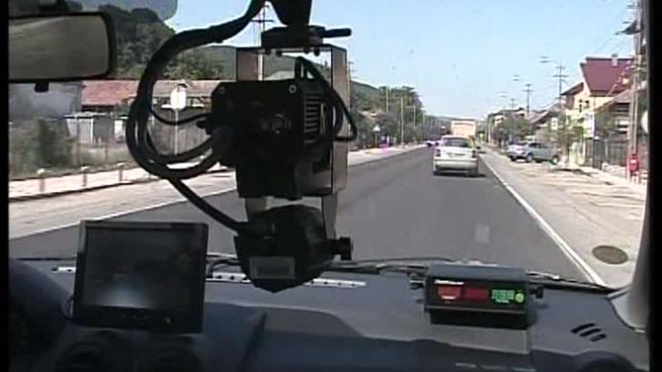 Un șofer vitezoman a fost amendat pentru că circula cu 211 km/h