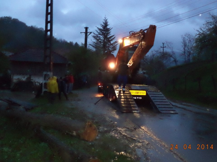 MARTOR OCULAR. Sătenii din Muereasca Vâlcea, inundaţi în aprilie 2014