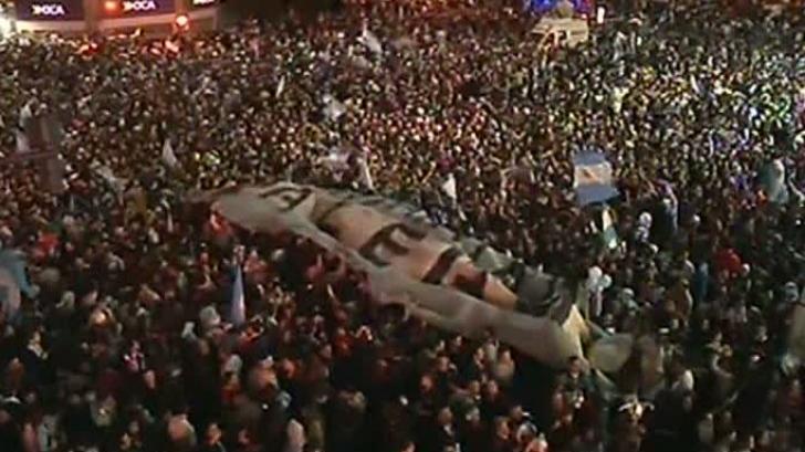 CAMPIONATUL MONDIAL DE FOTBAL 2014. Argentinienii au sărbătorit victoria pe străzi