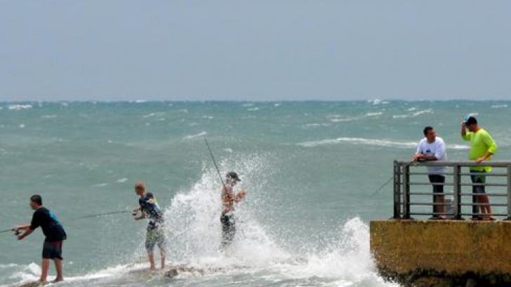 Furtuna tropicală Arthur ameninţă să se transforme în uragan