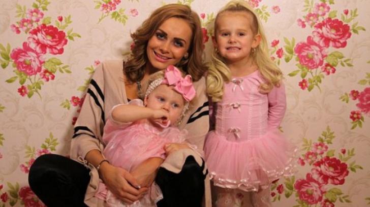 Şi-a transformat fetiţele în păpuşi Barbie vii.