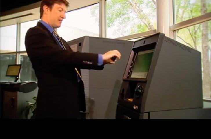 Cum vom scoate bani de la bancomat cu telefonul mobil