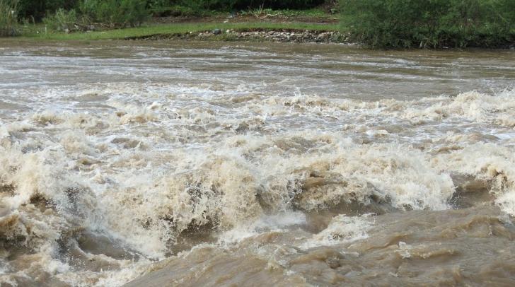 Bistrița-Năsăud: Inundațiile au afectat aproximativ 70 gospodării, 50 de fântâni și șase podețe