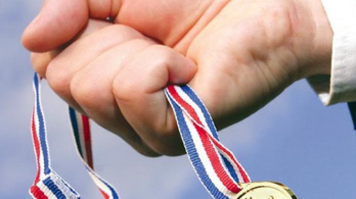 <p>Performanţe pentru olimpicii români. Şase medalii la Matematică şi opt la Fizică</p>