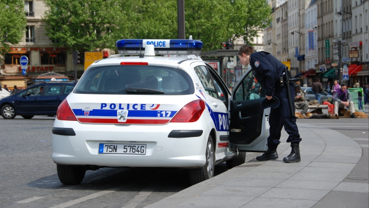 Poliţistul se afla în legitimă apărare