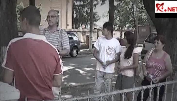 Trei tineri din Tecuci, judeţul Galaţi, au fost înşelaţi de un angajator găsit pe Internet
