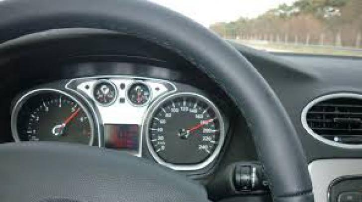 Record de viteză pe DN14. A depăşit cu peste 110 de km/h viteza maximă admisă