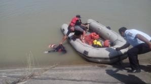 Două persoane au murit în Jeepul care a plonjat în canalul de aducțiune de la Cândești, județul Buzău.