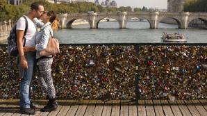 CAMPANIE INEDITĂ pentru salvarea podurilor iubirii din Paris. CE TREBUIE SĂ FACĂ ÎNDRĂGOSTIŢII