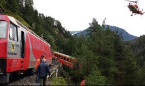 Un tren a deraiat în Elveția. Mai multe vagoane au căzut în prăpastie