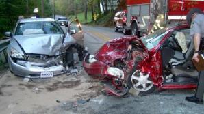 Un motociclist care a vrut să ajute victimele unui accident a fost BĂTUT şi ÎNJUNGHIAT de martori