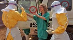 Mai mulţi bolnavi de Ebola au fugit dintr-un centru de izolare.