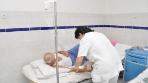 Un pacient a fost la un pas de moarte după ce a băut dezinfectant în loc de apă.