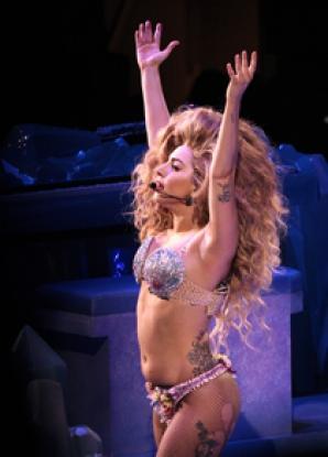 Lady Gaga, în timpul unui concert