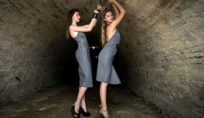 Modele de 16 ani, cu căluș și cătușe. Prezentare de modă ŞOCANTĂ la Satu Mare