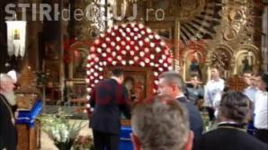 Icoana de la Nicula curățată cu șoluție de geamuri pentru vizita lui Ponta