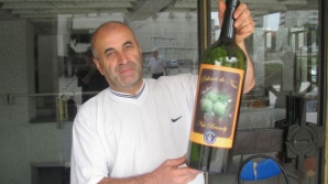 Singurul român care produce pălincă din nuci