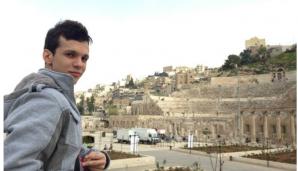 Un tânăr din Bistriţa, bursier la Abu Dhabi, consideră o datorie să se întoarcă în România