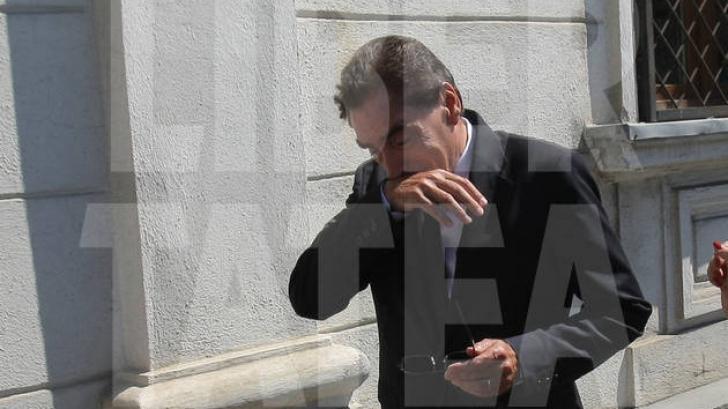 COPLEŞIT DE DURERE: Petre Roman A PLÂNS ÎN HOHOTE la înmormântarea lui Patriciu