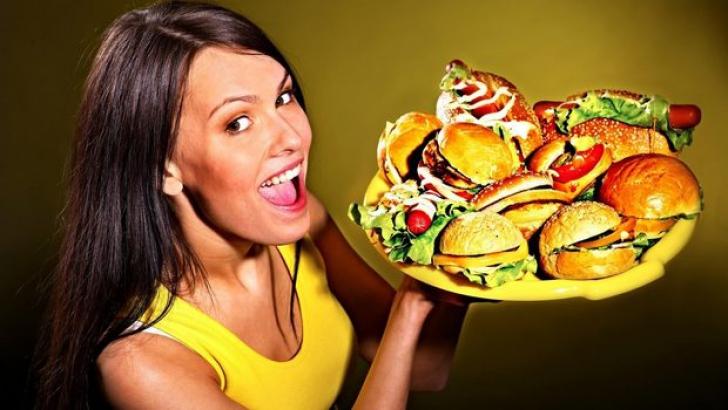 Cinci trucuri care te ajută să mănânci mai des şi să slăbeşti
