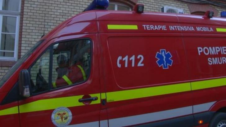 Copil de doi ani, transportat în stare gravă la un spital din Capitală după ce s-a opărit cu lapte