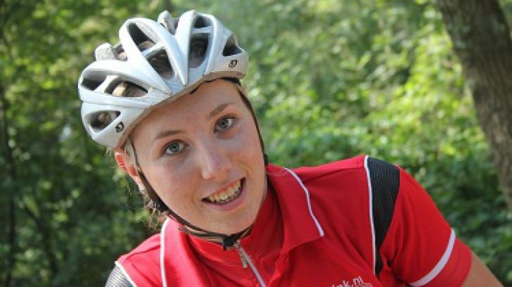 O ciclistă olandeză de 20 de ani a murit după ce a căzut în timpul unei competiţii
